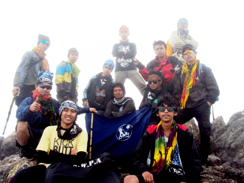 Agus - Adi - Putra - Adam - Farid - Maldi - Saga - Eko Syamsudin - Dolli - Mujib - Yos - Tirto di Gunung Sumbing