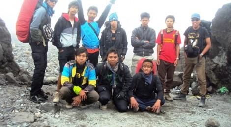 Agus - Tirto - Soim - Putra - Rudi - Bowo - Aji - Adi - Farid - Eko Syamsudin di Gunung Merapi