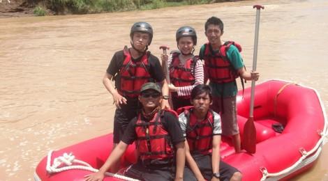 Putra - Tari - Alan - Eko Syamsudin - Adi di Sungai Oyo