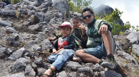 Azka - Ronald - Eko Syamsudin di Gunung Merapi