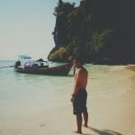 eko syamsudin di tepi pantai phi phi island